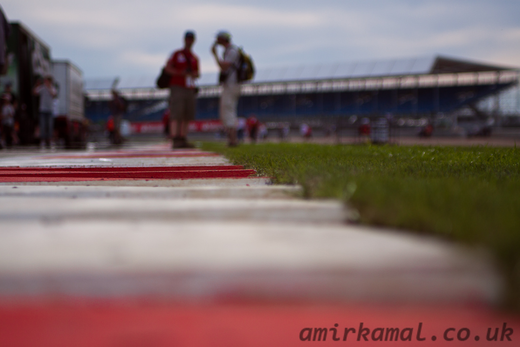 Unnecessarily arty shot of the startline kerbs